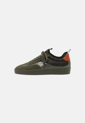 PLAKKA - Sneakers laag - green