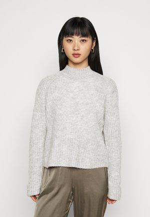 VMCARINA10 HIGHNECK - Stickad tröja - light grey melange