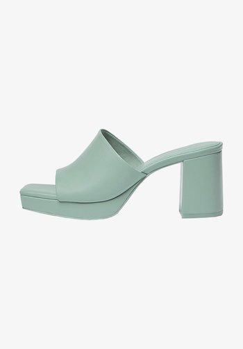 MIT ABSATZ - Heeled mules - light green