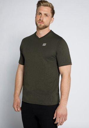 MIT V AUSSCHNITT  - T-shirt basic - dunkel oliv