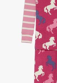 Hatley - KIDS CLASSIC PYJAMAS PLAYFUL HORSES - Pyžamo - pink - 4