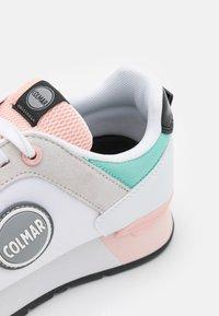 Colmar Originals - TRAVIS MELLOW - Baskets basses - white/light pink/water green - 6