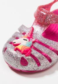 Crocs - ISABELLA CHARM RELAXED FIT  - Sandały kąpielowe - pink ombre - 2