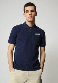 Napapijri - E-ICE - Polo shirt - medieval blue - 0