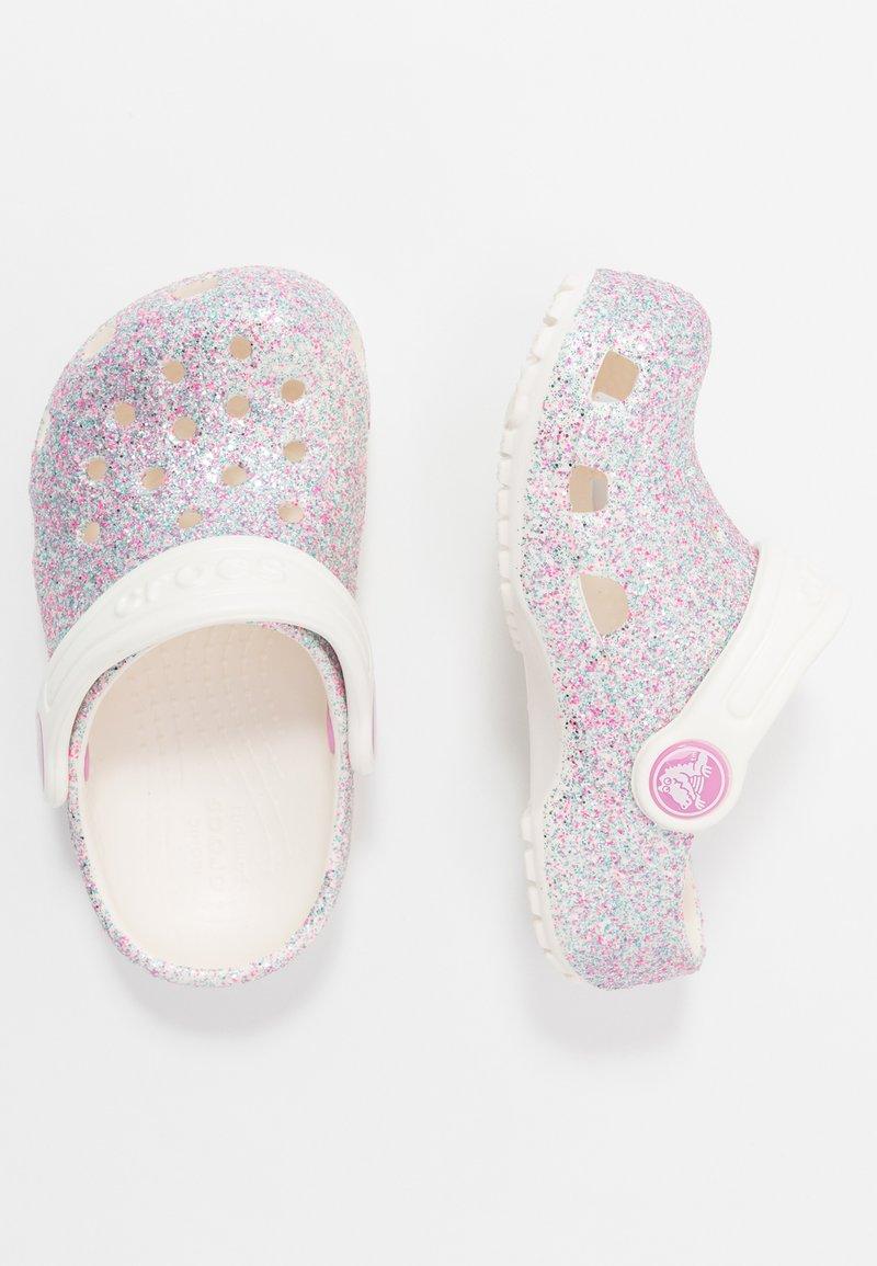 Crocs - CLASSIC GLITTER - Sandály do bazénu - oyster