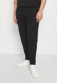 Blend - SWEATPANTS - Pantaloni sportivi - black - 0