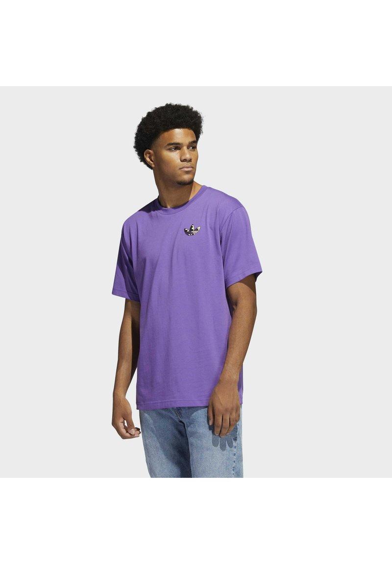 adidas Originals - STILL LIFE SUMMER SHORT SLEEVE T-SHIRT - T-shirt med print - purple