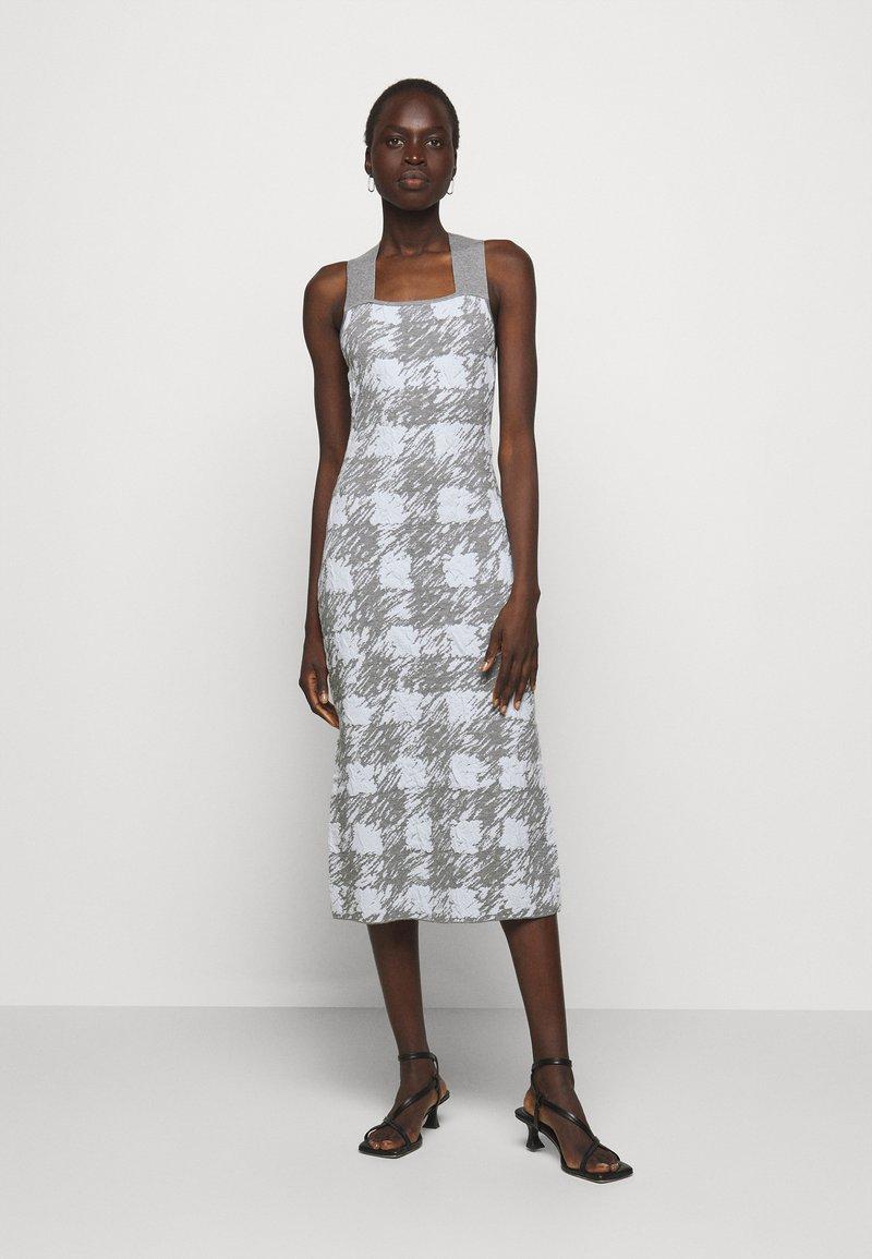 Proenza Schouler White Label - GINGHAM JACQUARD KNIT DRESS - Jumper dress - grey melange/sky