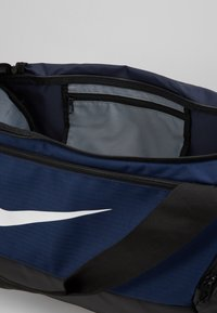 Nike Performance - DUFF 9.0 - Sporttasche - midnight navy/black/white - 4