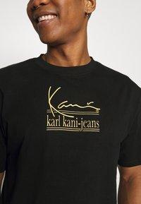 Karl Kani - SIGNATURE TEE UNISEX  - T-shirt med print - black - 4
