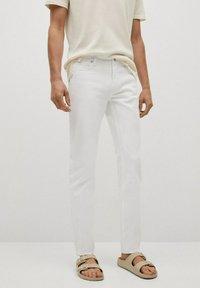 Mango - JAN - Slim fit jeans - blanco - 0
