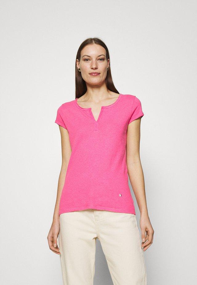 TROY TEE - Jednoduché triko - fandango pink