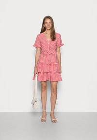 IN THE STYLE - JAC JOSSA GINGHAM TIE FRONT DRESS - Kjole - red - 1