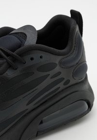 Nike Sportswear - AIR MAX EXOSENSE UNISEX - Trainers - black/anthracite/dark smoke grey/smoke grey - 5