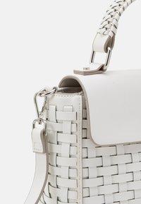 PARFOIS - CROSSBODY BAG MIMOSA - Across body bag - white - 3