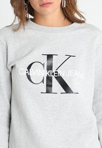 Calvin Klein Jeans - CORE MONOGRAM LOGO - Mikina - light grey heather - 4