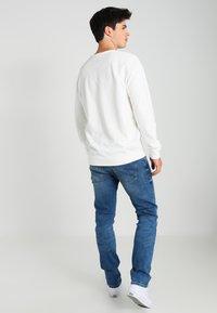 Wrangler - LARSTON - Slim fit jeans - blue - 2