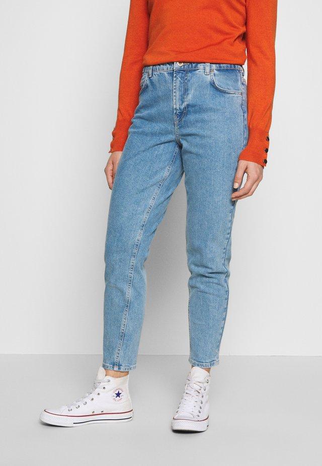 LEAH MOM ELASTIC WAIST - Relaxed fit jeans - light blue denim