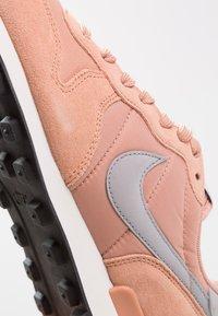 Nike Sportswear - INTERNATIONALIST - Trainers - rose gold/wolf grey/summit white/black - 2