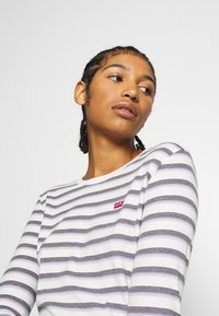 Levi's® - BABY TEE - T-shirt à manches longues - berimbao lavender frost - 3