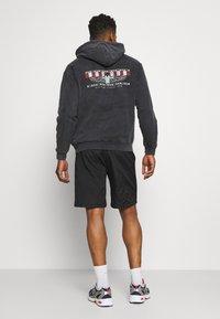 Mennace - Shorts - black - 2