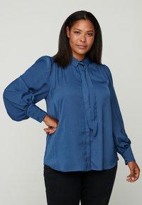 Zizzi - MIT BINDEDETAIL - Button-down blouse - dark blue - 0