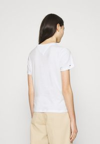 Tommy Jeans - LOGO TEE - Print T-shirt - white - 2