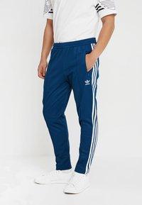adidas Originals - BECKENBAUER - Tracksuit bottoms - legmar - 0