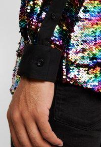Twisted Tailor - PRIDE LIQUORICE SHIRT EXCLUSIVE - Vapaa-ajan kauluspaita - rainbow - 6