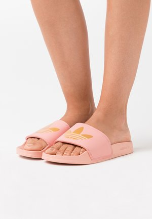 ADILETTE SPORTS INSPIRED SLIDES - Sandalias planas - trace pink/gold metallic