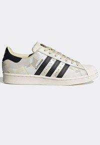 adidas Originals - SUPERSTAR SHOES - Baskets basses - white - 7