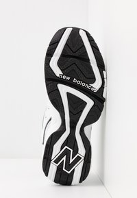 New Balance - WX452 - Baskets basses - white/black - 8