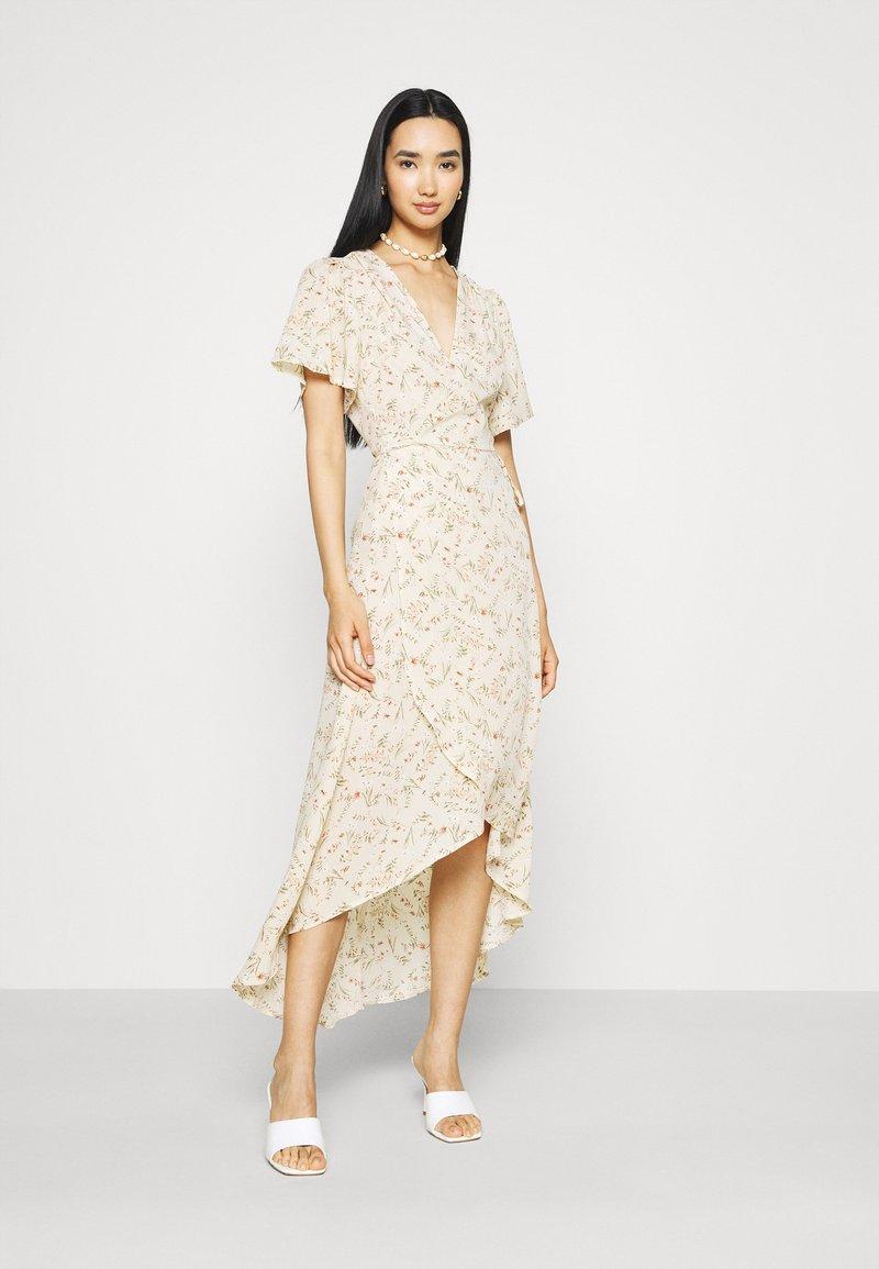 Missguided - FLORAL MIDAXI WRAP TIE WAIST DRESS - Maxi dress - cream