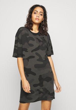 YIVA ROUND 1\2 SLEEVE - Jersey dress - raven camo