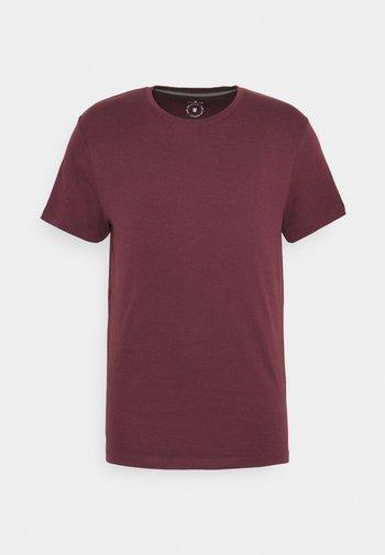 BASIC CREW NECK TEE - Jednoduché triko - dusty wildberry red