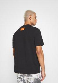 Sixth June - HIGH NECK TEE - Print T-shirt - black - 2