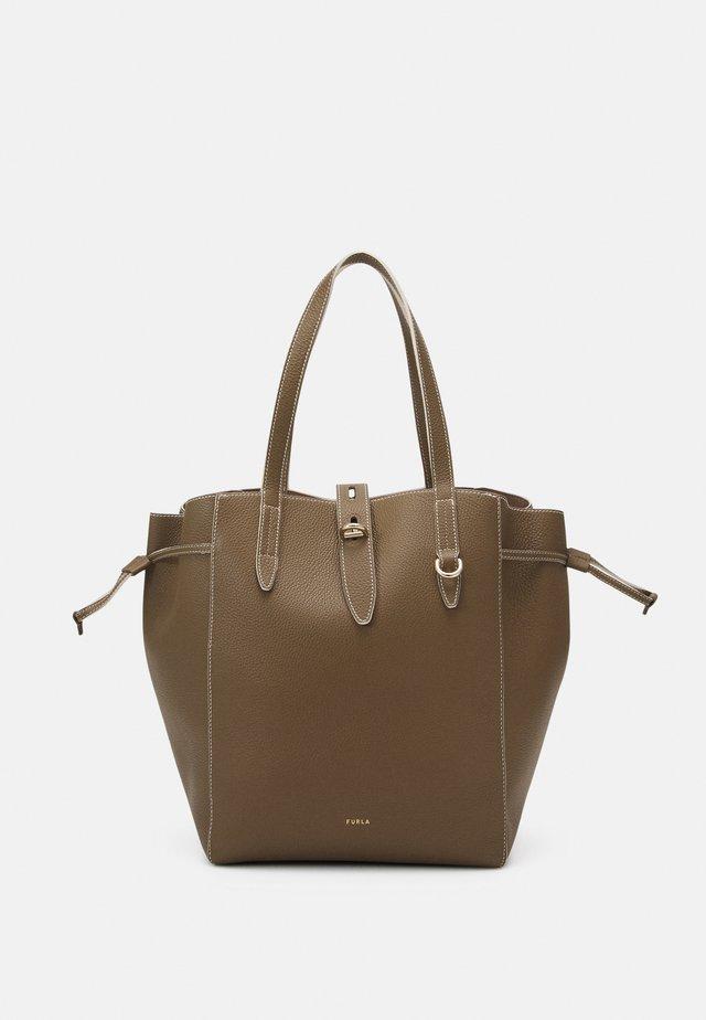 NET L TOTE - Shopping bag - fango/pergamena