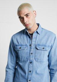 Jack & Jones - JJIPETE - Camisa - light blue denim - 3