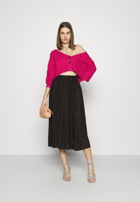 Who What Wear - WIDE NECK  - Cardigan - magenta - 1