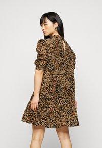 Object Petite - OBJELIZA SHORT DRESS - Day dress - honey ginger - 2