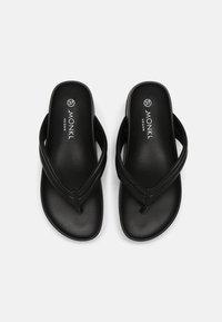 Monki - Sandály s odděleným palcem - black - 5