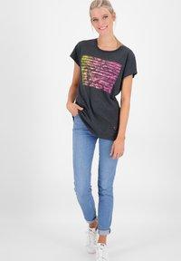 alife & kickin - MAXINEAK - Print T-shirt - marine - 1