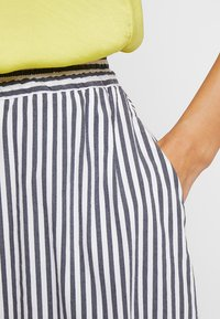 Betty & Co - A-line skirt - white/blue - 4