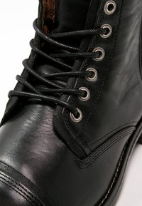 Sneaky Steve - FORDHAM - Lace-up ankle boots - black - 5