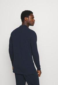 Pier One - 3 PACK - Polo shirt - dark blue/white/black - 2