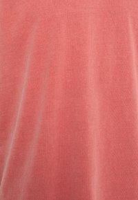 Neuw - BAND TEE - Jednoduché triko - burnt red - 2