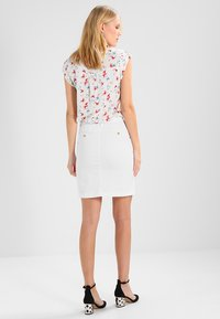 GANT - CLASSIC CHINO SKIRT - Pencil skirt - white - 2