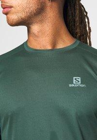 Salomon - AGILE TEE - Sports shirt - green gables - 5