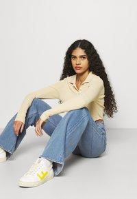 Calvin Klein Jeans - WIDE LEG - Široké džíny - denim medium - 3