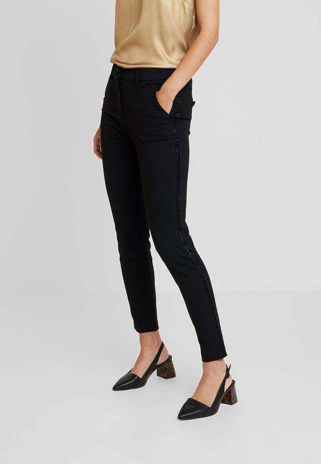 ASALI - Pantaloni - black